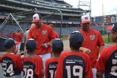 Savoy students receive autographs from Nats players